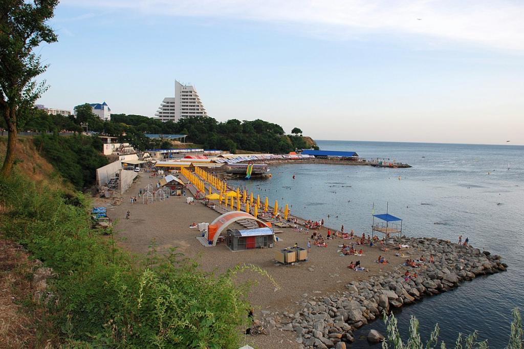 Высокий берег - пляж